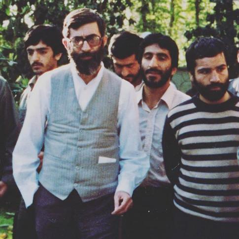 عکس خبري -عکسي از دوران جواني رهبر انقلاب با تيپ خاص