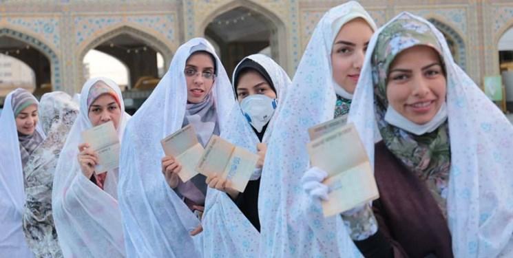 عکس خبري -حضور دستهجمعي عروس و دامادهاي دانشجو در پاي صندوقهاي راي + عکس