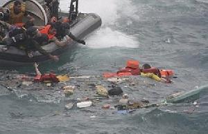 عکس خبري -واژگوني مرگبار قايق پناهجويان در دريا