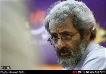 عکس خبري -سليمي نمين: دولت نبايد منتقدين را با مارک افراطي گري منکوب کند