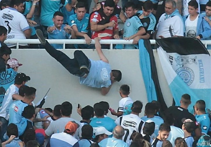عکس خبري - مرگ هوادار فوتبال در آرژانتين