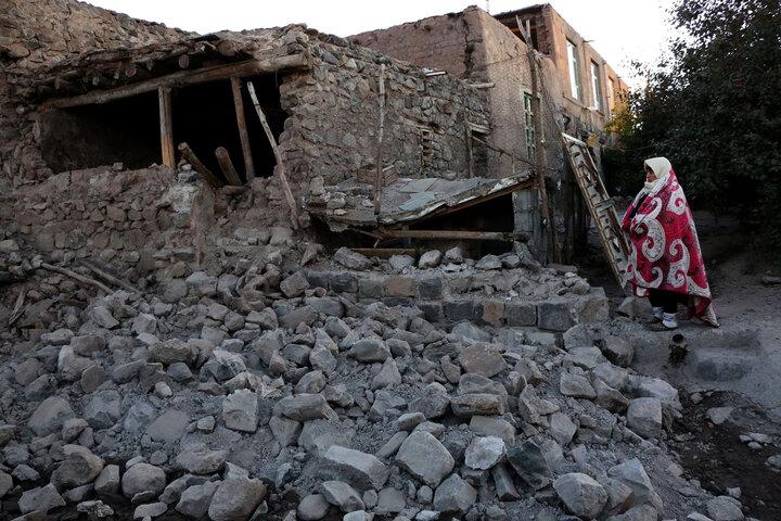 عکس خبري -شبهاي باراني زلزلهزدگان و خوابهاي آسوده مسئولان