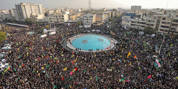 عکس خبري -معترض اما پاي کار انقلاب