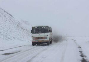 عکس خبري -برف و باران در جادههاي ?? استان/ تردد در جادههاي کشور ?.? درصد کاهش يافت