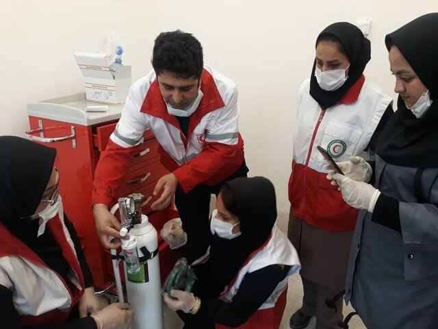 عکس خبري -پزشکان داوطلب جمعيت هلال احمر به ياري مدافعان سلامت استان کردستان شتافتند