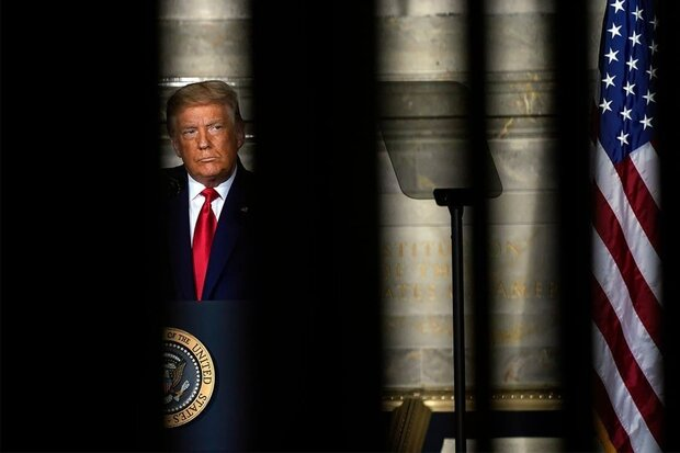 عکس خبري -غولهاي تجارت جهاني ارتباط خود با ترامپ را قطع ميکنند