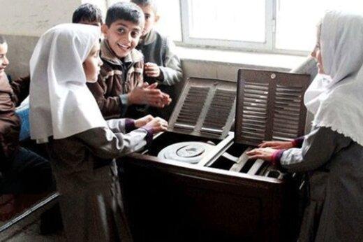 عکس خبري -تداوم جمعآوري بخاريهاي نفتي از کلاسهاي مدارس