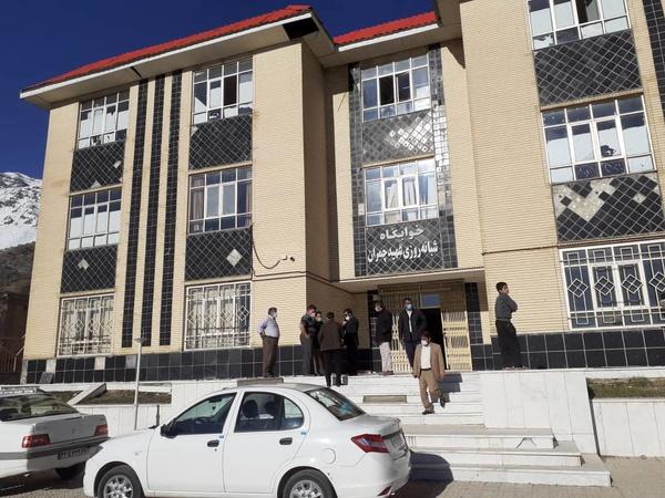 عکس خبري -«مدارس» محل اسکان نيروهاي امدادي و مردم زلزلهزده سيسخت شد