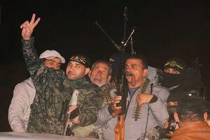 عکس خبري -اسير فلسطيني بعد از ?? سال از زندان رژيم صهيونيستي آزاد شد