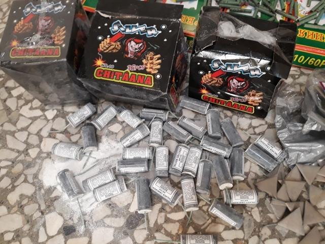 """عکس خبري -کشف ??هزار عدد انواع مواد محترقه در """"عبدل آباد"""""""