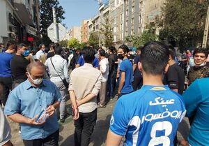 عکس خبري -تجمع هواداران استقلال مقابل ساختمان باشگاه