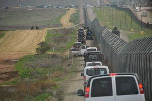 عکس خبري -بايدن ديوار مرزي ترامپ را ادامه ميدهد