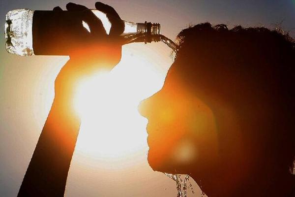 عکس خبري -گرمازدگي در روزگار کرونايي خطرناک تر است / لزوم مراقبت از سالمندان در هواي گرم کرونايي