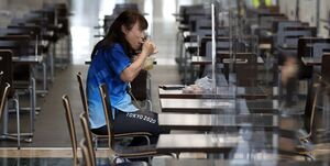 عکس خبري - اتفاق عجيب و حيرت ژاپني ها؛ هدر رفتن 130 هزار غذا!
