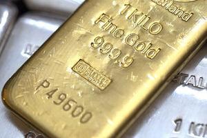 عکس خبري -قيمت جهاني طلا از مرز ????? دلار عبور کرد